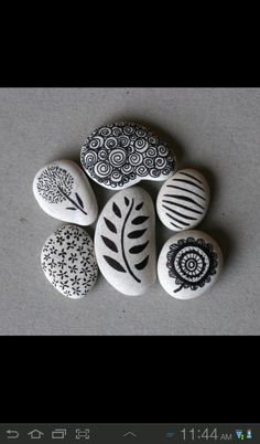 Stones+Sharpie Crafts To Do, Home Crafts, Arts And Crafts, Diy Crafts, Sharpie Projects, Sharpie Markers, Outdoor Crafts, Rock Design, Sticks And Stones