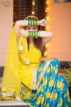 Color Selection For Mehndi Dress Based On Color Wheel & Expert Opinion Bridal Mehndi Dresses, Pakistani Wedding Dresses, Indian Dresses, Indian Outfits, Mehndi Outfit, Look Fashion, Indian Fashion, Ethnic Fashion, Make Up Braut
