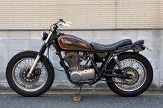 LAMP CYCLE / YAMAHA SR400 / No.142: The SR Times Yamaha Sr400, Yamaha Cafe Racer, Yamaha Motorcycles, Custom Motorcycles, Cars And Motorcycles, Desert Sled, Sr 500, Japanese American, Mopeds