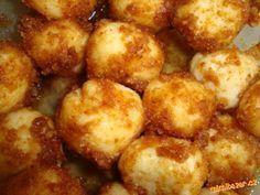Tvarohové kuličky - MEGA RYCHLÉ A I RYCHLE SNĚDENO!!!!!!!!                                                   tvaroh z kostky( ne z vanicky) a krupička se smíchají ráno a těsně před vařením se přidá vejce a uhněte těsto, krupička má čas nabobtnat. Zkuste, nemá to chybu. Slovak Recipes, Czech Recipes, Russian Recipes, Ethnic Recipes, Healthy Diet Recipes, Raw Food Recipes, Snack Recipes, Cooking Recipes, Sweet Dishes Recipes