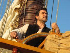 Miguel Ortiz en el barco Pirata, de la serie Piratas de telecinco