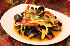 Mouls au Vin Blanc - Mussels in White Wine Broth!  http://www.thesultanstent.com