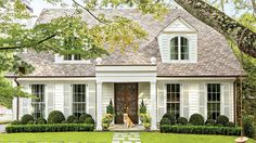 90 Modern White Cottage Exterior Style 30 - Home & Decor Colonial Cottage, Cottage Exterior, Cottage Homes, Cottage Style, Dutch Colonial Exterior, Exterior Paint Colors, Exterior Design, Casas California, White Cottage