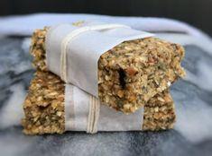 No bake salted caramel chia & oat bars 285 calories Protein Bar Recipes, Protein Powder Recipes, Protein Foods, Protein Cake, Protein Cookies, Protein Muffins, Muesli Bars, Oat Bars, Oat Slice Healthy