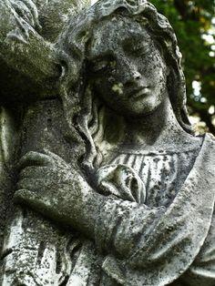 Google Image Result for http://newenglandoddities.com/wp-content/uploads/2008/08/cheshire-hillside-cemetery-2008-08-03-32.jpg