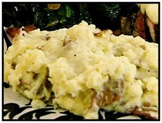 Roasted Garlic Mashed Potatoes- swapping out half and half for milk, and added cup parmesan. (note- if using milk, add the whole stick of butter) stars potatoes recipe russet food network Roasted Garlic Mashed Potatoes Creamy Garlic Mashed Potatoes, Creamed Potatoes, Mashed Potato Recipes, Whipped Potatoes, Rosemary Potatoes, Peeling Potatoes, Mashed Cauliflower, Food Network Recipes, Cooking Recipes
