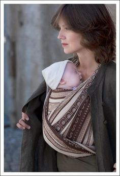 Choose an ELLEVILL ZARA WOVEN Wrap if: You want a non-stretchy wrap that will not become saggy and will allow you to carry older babies and children ergonomically. A lightweight, but supportive woven wrap with small knots and without bulk.