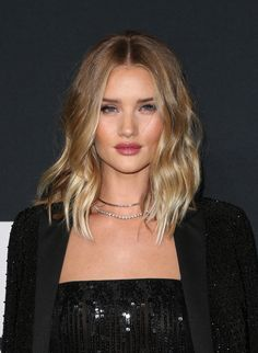 Celebrity Beauty | Rosie Huntington-Whitely |  Glossy long wavy bob
