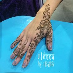 Super popular design from Festival Henna Fusion Favorites, done today at #ricomiccon  Link in profile for where to buy the ebook :) #henna #festivalhenna #hennabyheather