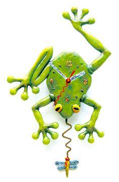 Unique clocks | c106frogfly 196x300 Weekend Pictures, Unique Clocks