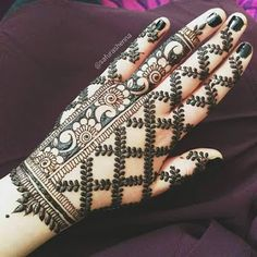 Mehndi designs are applied on hands and feet at imperative weddings and other occasions. Today, Mehndi is exceptionally prevalent in Eastern nations. Henna Hand Designs, Mehndi Designs Finger, Mehndi Designs For Girls, Mehndi Designs 2018, Modern Mehndi Designs, Mehndi Designs For Fingers, Wedding Mehndi Designs, Mehndi Design Pictures, Wedding Henna