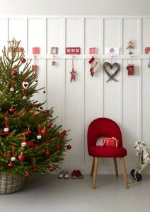 This fresh look is really easy to achieve using a simple and classic combination of red and white.