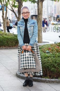 I love this woman's beautiful outfit, her lilac hair. Makes me want to make this skirt!