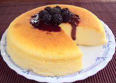 Cotton Soft Japanese Cheesecake com Coulis de Amoras Silvestres