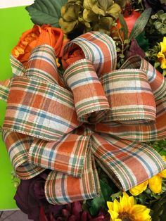Learn to Make Beautiful Bows by Hand - A Hand Tied Bow Tutorial Making Bows For Wreaths, How To Make Wreaths, Wreath Making, Making Ribbon Bows, Diy Bow, Diy Ribbon, Ribbon Crafts, Wired Ribbon, Diy Crafts