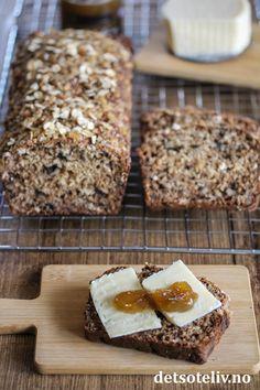 Surmelksbrød med honning og valnøtter | Det søte liv Kefir, Bread Baking, Cheddar, Recipes, Baking Soda, Marmalade, Baking, Cheddar Cheese