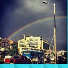 La fortuna de vivir en #bogotá. #arcoiris #streetstyle #streetphotography #paisajeurbano #bogota