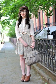 Great fashion tips for a great retro look. Learn more at http://onehourdress.crystalblueprint.com/