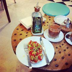 Tosta e café con leite de arroz en #matina #vigo #Padgram