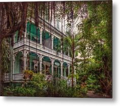Today the Porter Mansion is the starting point of the popular Ghost & Mysteries Tour, KEY WEST'S PREMIER HAUNTED WALKING TOUR!  -  Photo by Hanny Heim Snowbird Photography #keywest   #porterhouse   #mansions   #photography   #fotografie   #florida