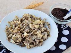 Rezance s makom Hungarian Recipes, Hungarian Food, Polish Recipes, Polish Food, Falafel, Cauliflower, Cereal, Oatmeal, Stuffed Mushrooms