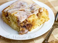 Easy Cinnamon Roll Cake | RecipeLion.com