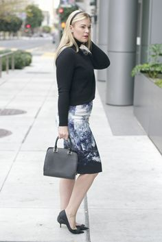 Britt+Whit| This turtleneck + printed pencil look is perfect for the office!