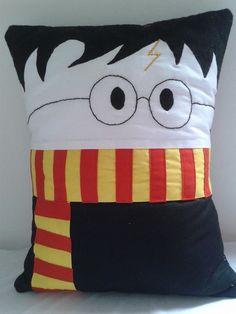 Almofada Harry Potter com capa removivel.    Tecido 100% algodão. R$ 42,00