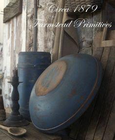 love the blue bowl Primitive Home Decorating, Primitive Decor, Country Blue, Country Decor, Primitive Autumn, Primitive Country, Primitive Gatherings, Prim Decor, Antiques Online