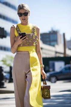Maria Maliki: Best Street Style New York Fashion Week Spring 2017 Part I. Street Style Outfits, Looks Street Style, Mode Outfits, Fashion Outfits, Fashion Tips, Fashion Trends, Fashion Ideas, Travel Fashion, Fashion 2017
