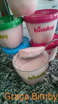 Petit Suisse Morango...    Receita:  dá para 6 iogurtes, pode fazer a receita a dobrar wink emoticon Ingredientes: - 100 gr de morangos -...