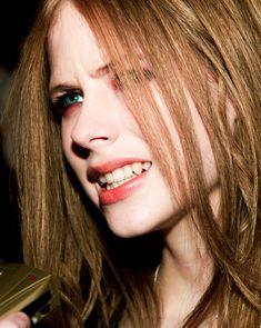 Avril Lavigne ☆ Avril Lavigne, Pop Punk, Rainha Do Rock, Rock Queen, Indie, Elizabeth Gillies, Black Eyeliner, Red Aesthetic, Black Star