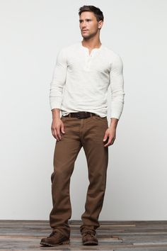 How to wear: white long sleeve henley shirt, brown chinos, dark brown leather casual boots, dark brown leather belt Brown Chinos, Brown Pants, Brown Jeans Men, Brown Belt, Blue Jeans, Sharp Dressed Man, Well Dressed Men, Mode Masculine, Masculine Style