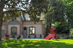"""""""Les Suites Béranger"""" est une ancienne maison tourangelle du 19ème siècle, en pierre de tuffeau, revisitée par nos soins façon 21ème siècle. La bâtisse, sa dépendance et son jardin dévoilent un lieu de vie à part au coeur de la capitale tourangelle. #Loire #Touraine"""