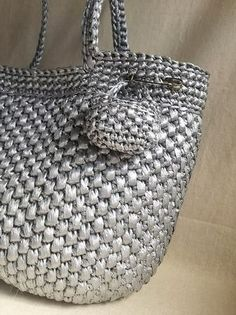 スズランショルダー定番3色追加: planet green Plastic Shopping Bags, Crochet Tote, Knitted Bags, Straw Bag, Boho Fashion, Purses And Bags, Diy Crafts, Tote Bag, Wallet