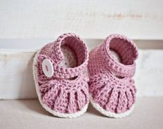 Crochet PATTERN - Chain Mary Janes (0-6,6-12 months)