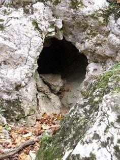 Pilisjárók: Klastrompuszta - a pálos kolostorrom és a Klastrom-szirtek Le Clan, Caves, Hungary, Rpg, Cave, Blanket Forts