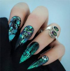 30 Halloween nails ideas for a rounded scary look - cool nail designs fingernails ideas halloween nails Informations About 30 Halloween Nägel Ideen fü - Green Nail Designs, Cute Nail Designs, Acrylic Nail Designs, Stiletto Nail Designs, Creative Nail Designs, Awesome Designs, Gorgeous Nails, Beautiful Nail Art, Perfect Nails