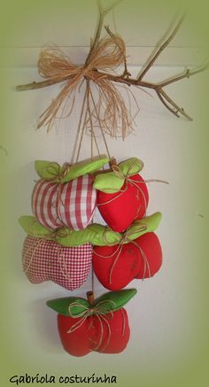 ** Pendurico maçãs ** by Gabriola Costurinha, via Flickr