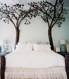 Crisp white linens and a fantastic wrought iron bed frame!