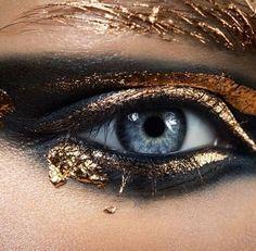 Gorgeous black and gold eye make-up with gold leaf Makeup Inspo, Makeup Art, Makeup Inspiration, Hair Makeup, Makeup Ideas, Makeup Tips, Make Up Gold, Eye Make Up, Make Up Looks