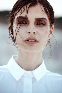 model nude hue eye makeup messy wet hair editorial model shoot dramatic makeup