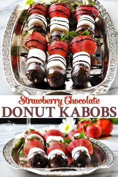 Strawberry and chocolate donut kebab – Cook It Valentine's Day Food Dessert Party, Snacks Für Party, Party Desserts, Dessert Recipes, Sweet Desserts, Brunch Party Foods, Donut Birthday Parties, Birthday Brunch, Birthday Desserts