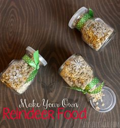 We are so doing this this year!! Those little jars are perfection -- Make DIY Reindeer Food and Fuel Santa's Reindeer | SensiblySara.com