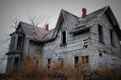 old abandoned houses georgia Old Abandoned Houses, Abandoned Buildings, Abandoned Places, Old Houses, Vintage Houses, Wooden Buildings, Old Mansions, Abandoned Mansions, This Ole House