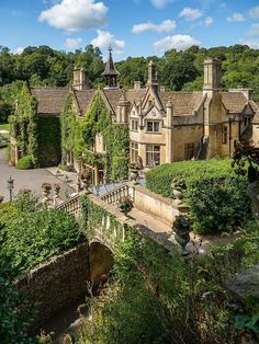 The Manor House Hotel, Castle Combe by Bob Radlinski ? The Manor House Hotel, Castle Combe by Bob Radlinski Beautiful Castles, Beautiful Buildings, Beautiful Places, Manor House Hotel, Mansion Hotel, Mansion Bedroom, English Manor Houses, English House, Castle Combe