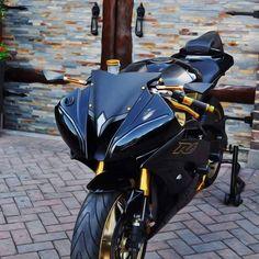 Tuy em đen nhưng trai vẫn theo đều #thegioimoto --max--Tuy em đen nhưng trai vẫn theo đều#thegioimoto--max-- Motos Yamaha, Yamaha Bikes, Yamaha Yzf R6, Ducati, Moto Bike, Motorcycle Bike, Yamaha R6 Black, Biker Photoshoot, Custom Sport Bikes