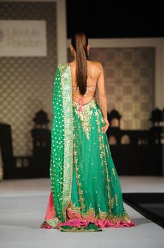 Lehenga with backless Choli India Fashion, Ethnic Fashion, Asian Fashion, Indian Attire, Indian Wear, Pakistani Outfits, Indian Outfits, Indian Look, Indian Style
