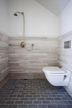 simple ensuite with sweet wall tiles!!!