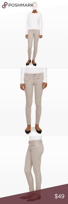 🆕 Club Monaco Corduroy Pant🔹 🙌🏻The classic five-pocket pant gets a revamp in printed skinny cord. Accented with exposed zip details at the hips, this ultra-soft, slim-fitting pant is an easy way to subtly introduce texture into your regular rotation. Please feel free to comment with any questions. :) Club Monaco Pants